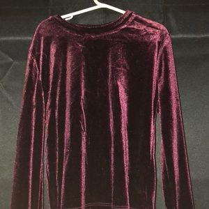 Long sleeved velvet cropped top